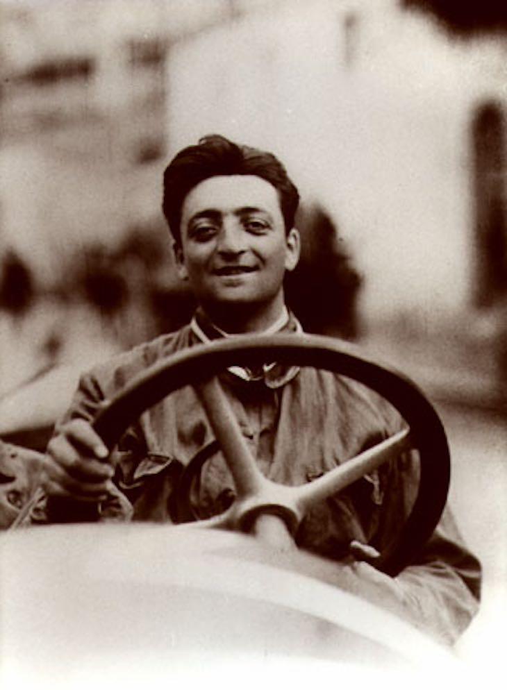 Articolo di approfondimento sul Brand positioning di Enzo Ferrari
