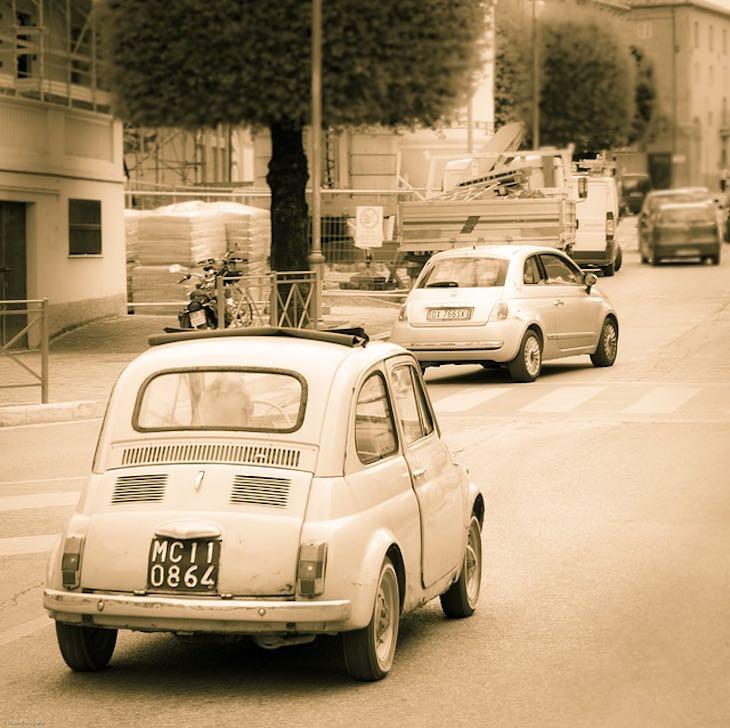 Vecchia auto Fiat 500, articolo di approfondimento sulle auto a guida autonoma di Vanina Basilli