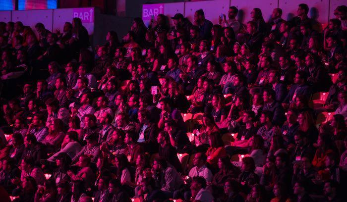 Platea-spettatori-Web-Summit-articolo-di-approfondimento-sul-web-summit-Vanina-Basilli-copywriter