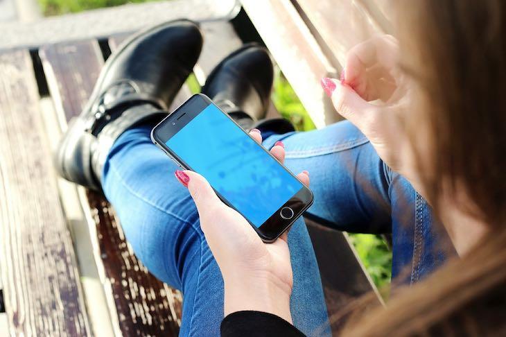 Smartphone e uso dei social network a cura di Gilles Dino Guarino social media manager