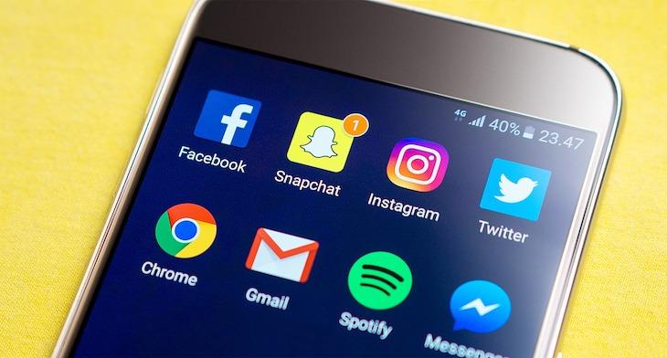 Snapchat e l'uso dei social network tra gli adolescenti a cura di Gilles Dino Guarino social media manager