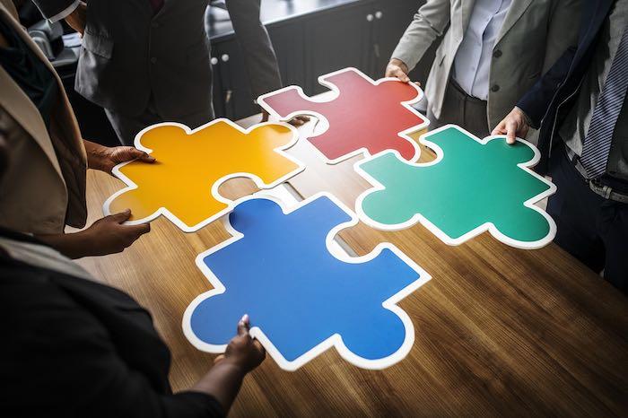 Web-Summit-favorisce-connessione-tra-persone-articolo-di-approfondimento-sul-web-summit-Vanina-Basilli-copywriter